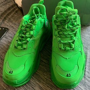 Balenciaga Triple s neon green (10 US)